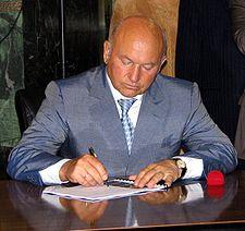 225px-Luzhkov_Yury